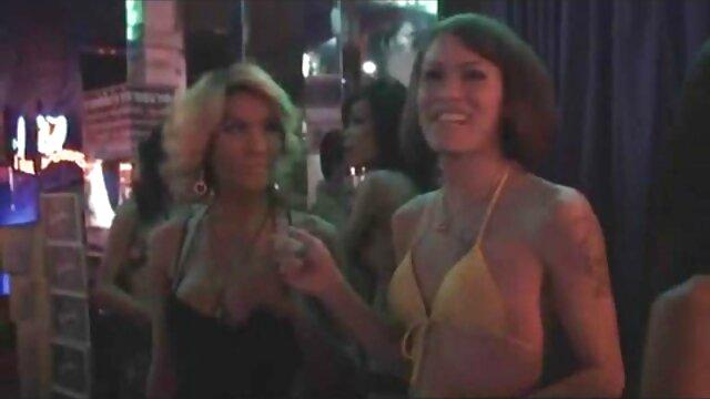 Sexy, Hanging Tit Redhead Babe aime les xnxx film gratuit grosses queues