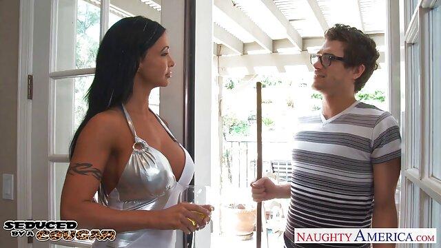 Un jeune nigga a été pris dans film porno sex xxl la rue pour une maman mature