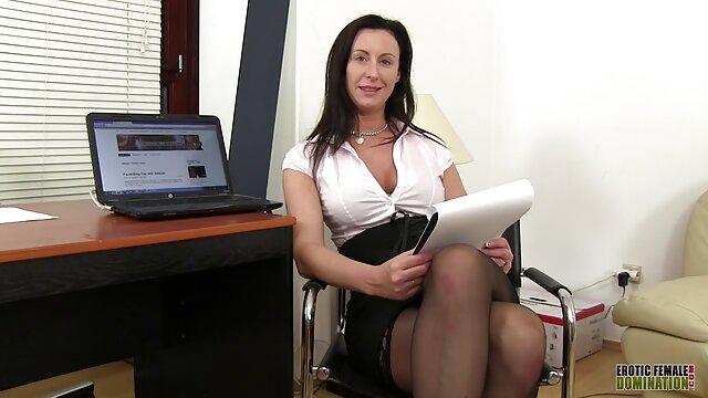 Une femme mature aux gros seins film porno gratuit streaming baise avec un homme sexy en anal