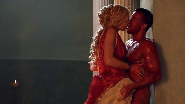 L'esclave film italien porno gratuit insatiable Bonnie Rotten baise fort dans la bouche et anale avec un beau sexy