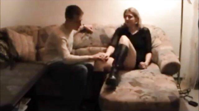Un chauffeur de taxi lesbien lubrique baise une blonde dans tukif film porno gratuit la voiture