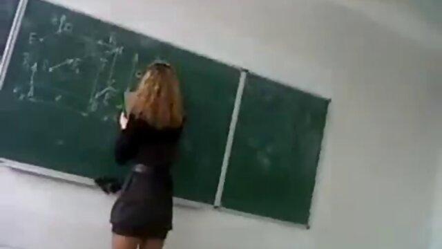 Belle-mère aux gros seins baise avec un jeune vidéo xxx gratuit amant