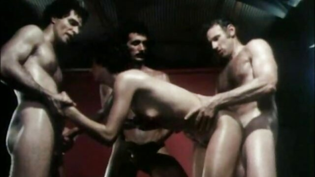 Sexe romantique d'un jeune couple dans film porno fille arabe un jacuzzi