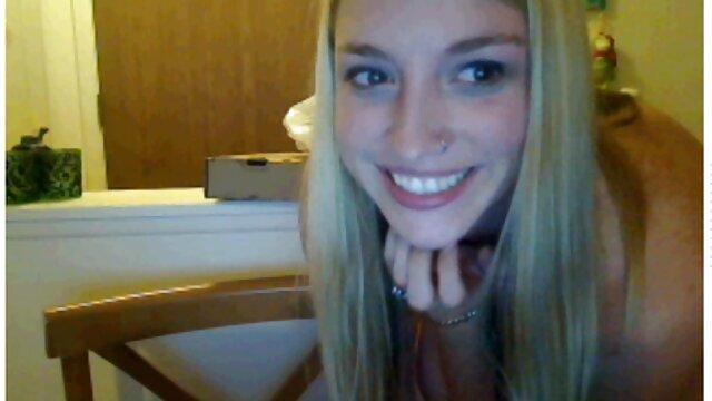Sexy teen lesbiennes en video porno gratuite en streaming ciseaux avec un gode rose