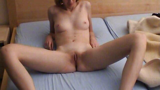 Le mec a filmé film porno francais en streaming gratuit sa femme dans le lit pendant qu'elle caresse la chatte