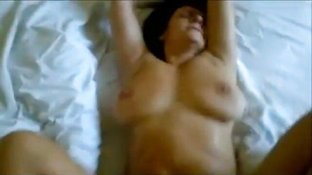 Un bébé mignon baise lors d'un casting avec un partenaire et prend du film porno gratuit perfect sperme dans la chatte
