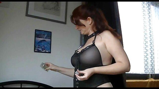 Une fille aux gros seins sexy film de sexe gratuit baise dans une camionnette avec un masseur excité