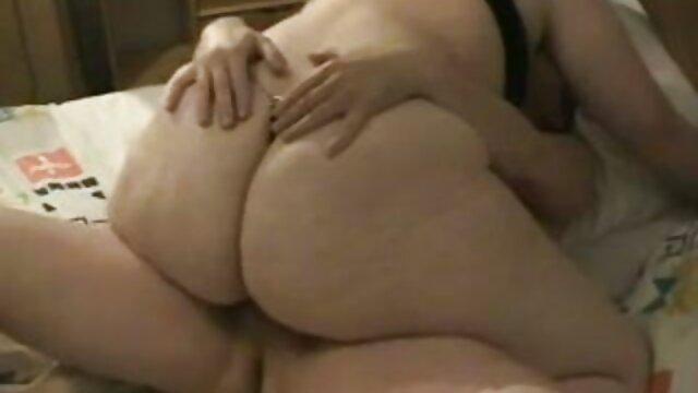 La jeune beauté Holly Hendrix baise et prend deux film x amateur francais bites en anal