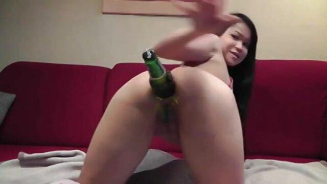 La sexy Bobbi Starr demande à film erotique xxx son amie de partager une bite