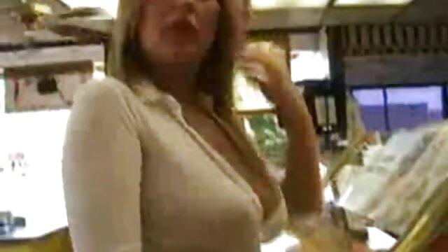 Vidéo russe à la maison dans film porno partouze gratuit une auberge de jeunesse, le soir du Nouvel An, quelqu'un va aux bains publics avec des amis, et ce mec baise des femmes, observant la tradition, il a amené une chienne chaude dans sa chambre et l'a baisée durement, les deux ont fini avec le carillon, maintenant vous pouvez boire des shampooings
