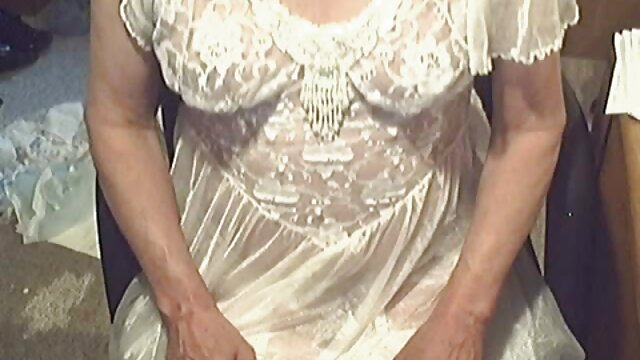 Une brune aux gros seins xxx femme ronde en bas avale du sperme